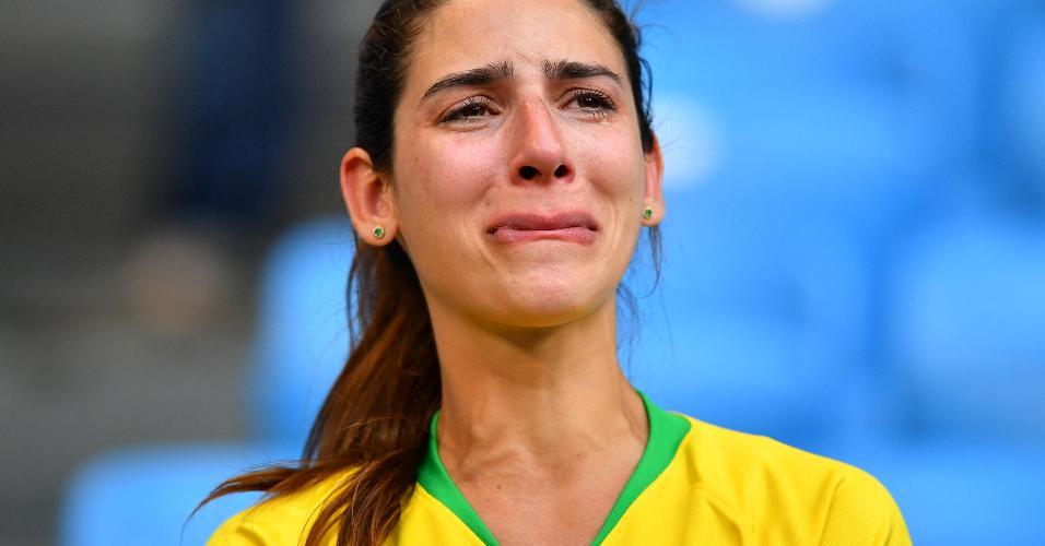 Torcedora do Brasil se emociona após a vitória contra o México