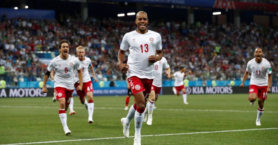 Mathias Jorgensen celebra gol da Dinamarca contra a Croácia