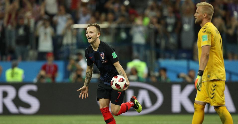 Ivan Rakitic comemora vaga da Croácia às quartas de final contra a Dinamarca