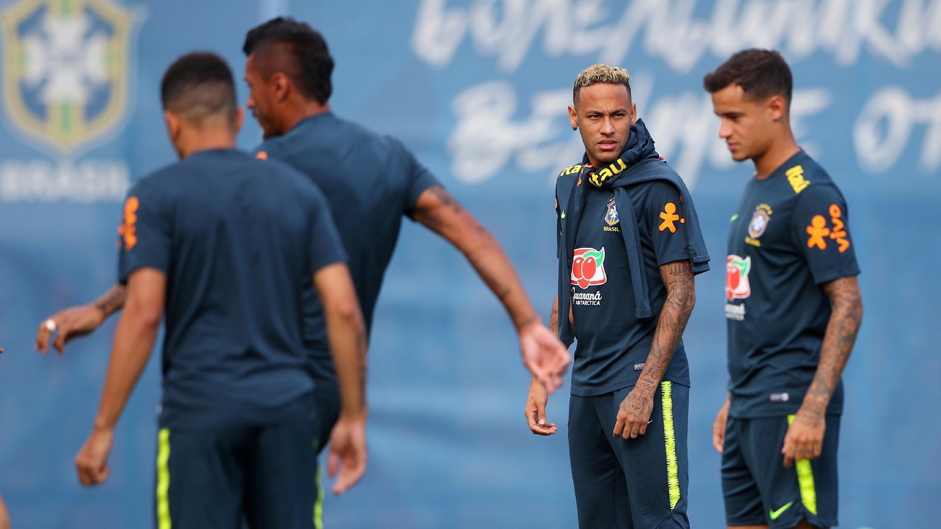Neymar e Coutinho, durante treino da seleção brasileira