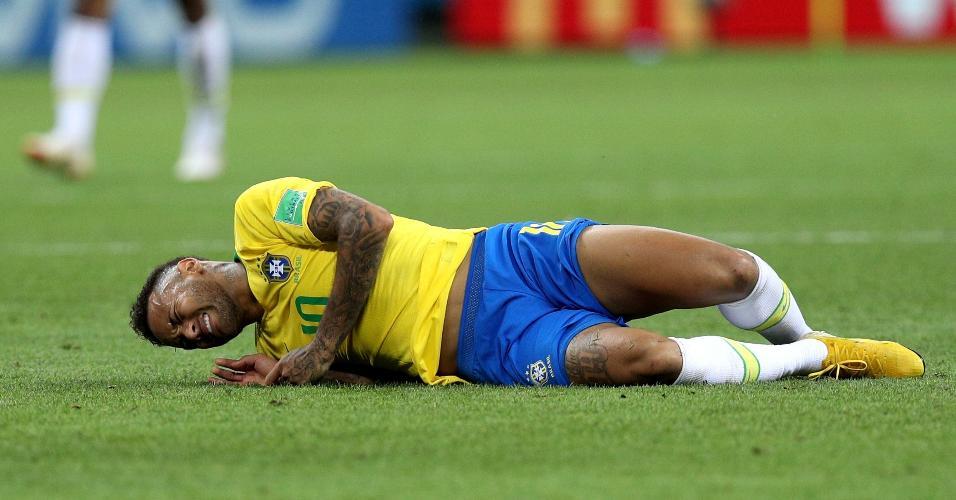 Neymar sente lesão durante o jogo entre Brasil e Bélgica