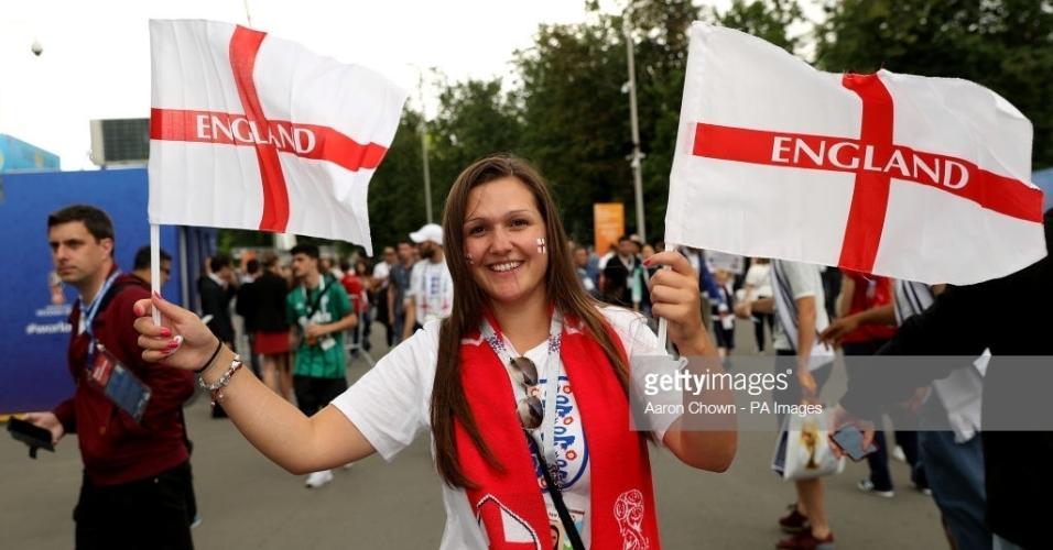 Torcedora da Inglaterra foi acompanhar a semifinal da seleção vestindo as cores do país