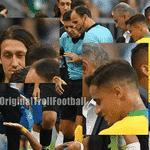 """As reações de Cássio e Coutinho depois que Neymar levou um pisão do mexicano viraram piada: """"Quando seus amigos sabem o que você está fazendo"""" - Reprodução/Twitter"""