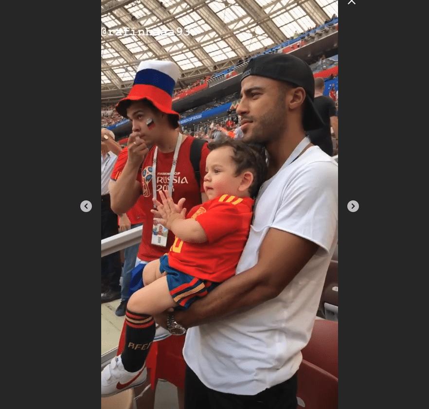 Rafinha, irmão de Thiago Alcântara, assiste ao jogo entre Espanha e Rússia