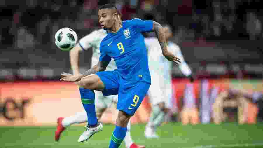 Gabriel Jesus domina a bola durante a partida entre Brasil e Rússia - Pedro Martins/MoWa Press