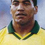 Mauro Silva foi tetracampeão em 1994 e apareceu em outros dois álbuns, mesmo sem jogar: em 1998 e também na edição internacional de 2002 - Reprodução