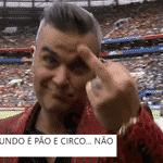 """Robbie Williams representou o sentimento de muita gente que não aguenta mais o discurso """"anticopa"""" - Reprodução/Twitter"""