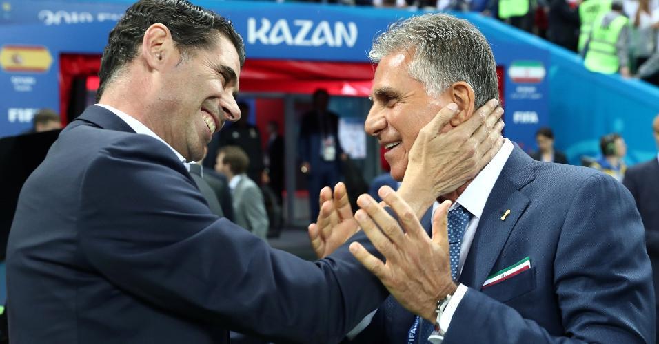 Os técnicos Fernando Hierro e Carlos Queiroz se cumprimentam antes do duelo entre Irã e Espanha