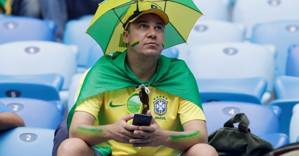 Torcida brasileira presente no estádio em São Petersburgo para partida contra a Costa Rica