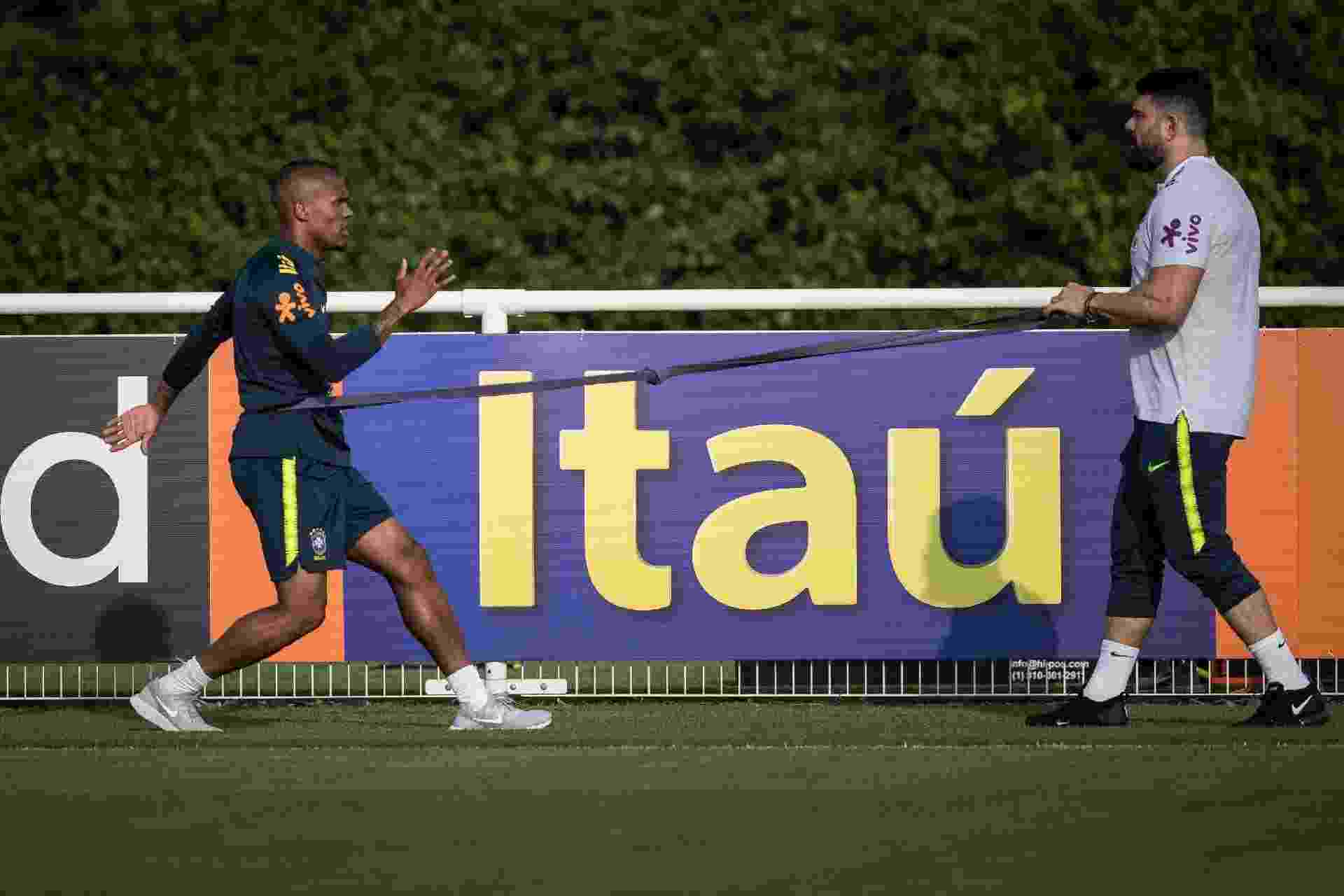 Douglas Costa faz treinamento específico enquanto se recupera de lesão - Pedro Martins / MoWA Press