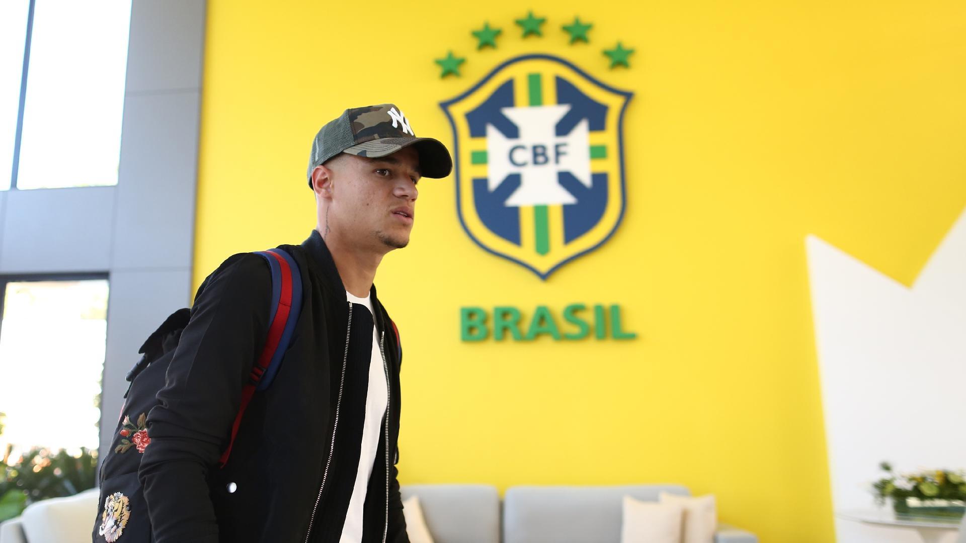 Philippe Coutinho se apresenta à seleção brasileira
