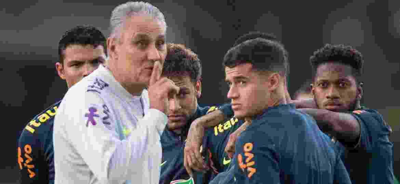 Tite faz gesto de silêncio durante treino aberto da seleção - Pedro Martins / MoWA Press