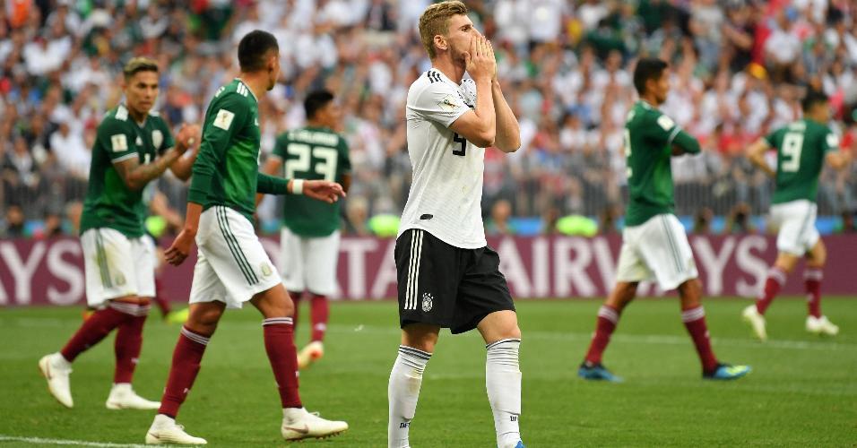 Timo Werner, da seleção da Alemanha, lamenta após perder chance contra o México