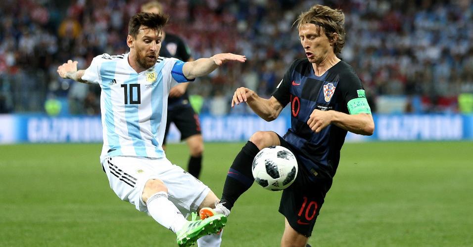 Capitães de Argentina e Croácia, os astros Lionel Messi e Luka Modric dividem bola em duelo pela Copa do Mundo
