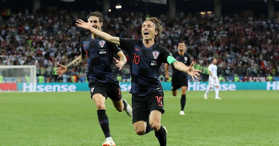 O meia Luka Modric comemora o segundo gol da Croácia contra a Argentina