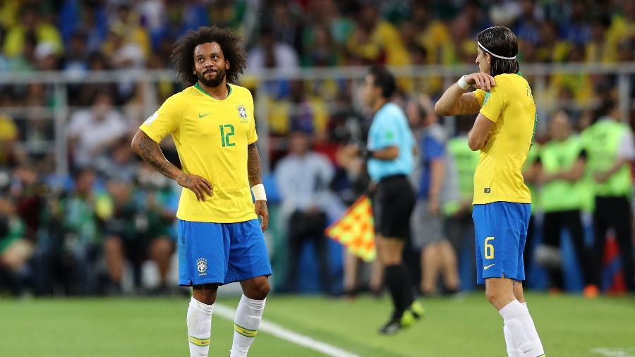 Marcelo (e) sente dores e é substituído por Filipe Luís no duelo da seleção brasileira contra a Sérvia na Arena Spartak, em Moscou - Maddie Meyer/Getty Images