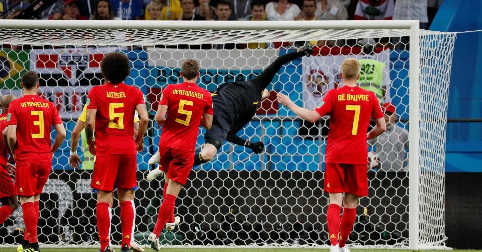 Thibaut Courtois mostra reflexo ao defender chute de Neymar em Brasil x Bélgica