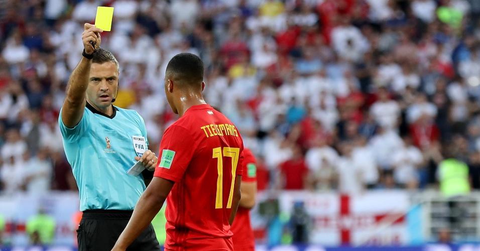 Youri Tielemans leva cartão amarelo após cometer falta em Danny Rose no duelo entre Inglaterra e Bélgica