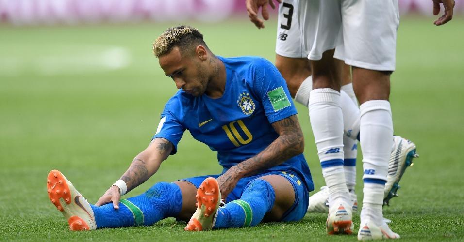 Neymar sofre forte marcação contra a Costa Rica, assim como ocorreu contra a Suíça