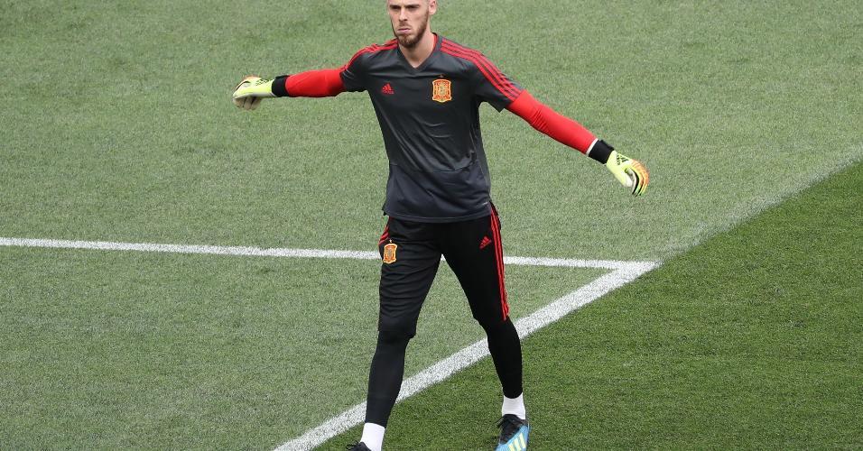 O goleiro De Gea, da Espanha, aquece antes do jogo contra a Rússia