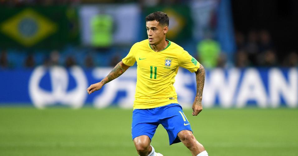 O meia Philippe Coutinho tenta armar o jogo para o Brasil contra a Bélgica