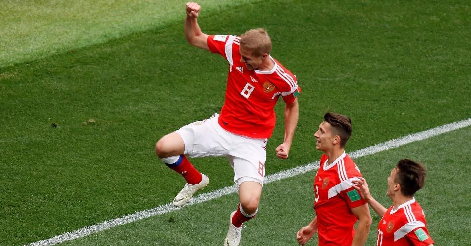 Yury Gazinsky, da seleção russa, comemora gol sobre a Arábia Saudita