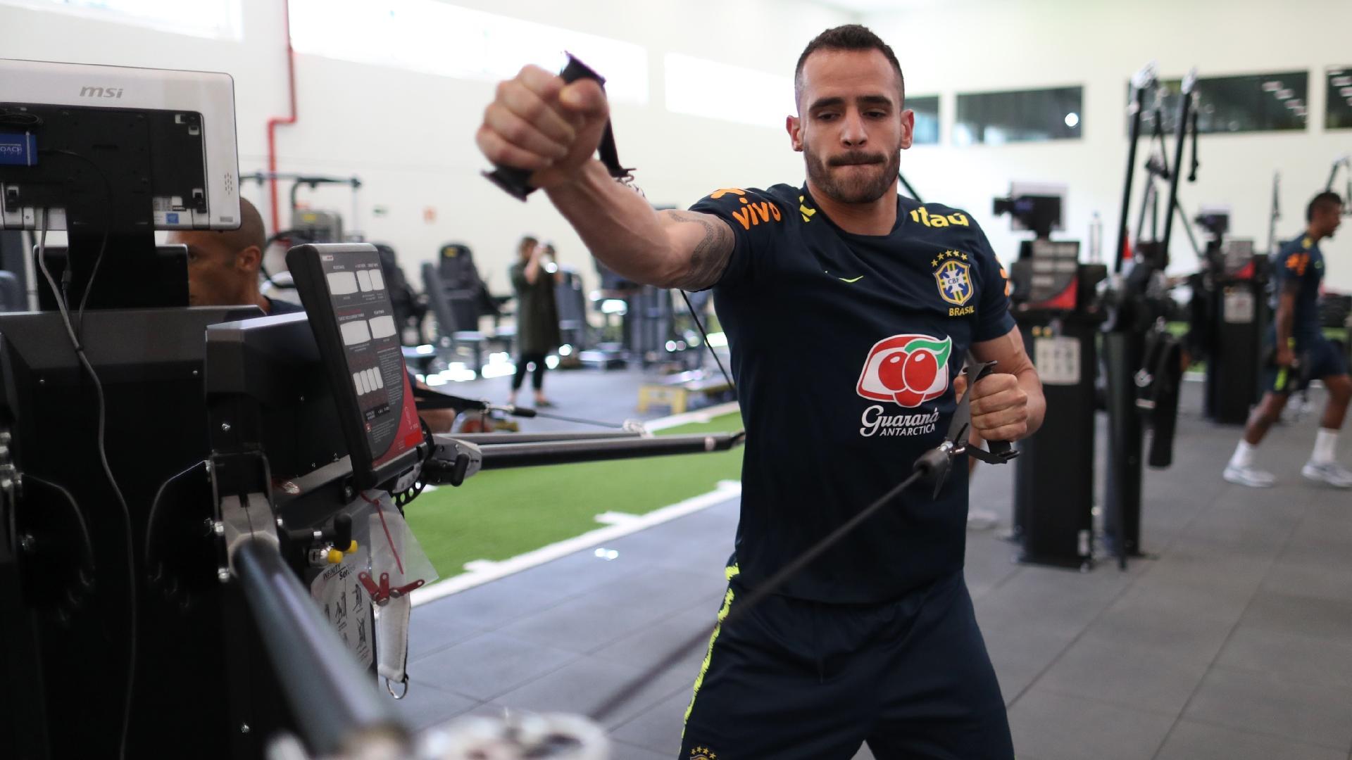 Renato Augusto participa de treino físico na academia da Granja Comary