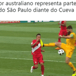 A torcida do São Paulo mostrou todo seu carinho pelo Cueva depois dessa voadora do jogador australiano - Reprodução/Twitter