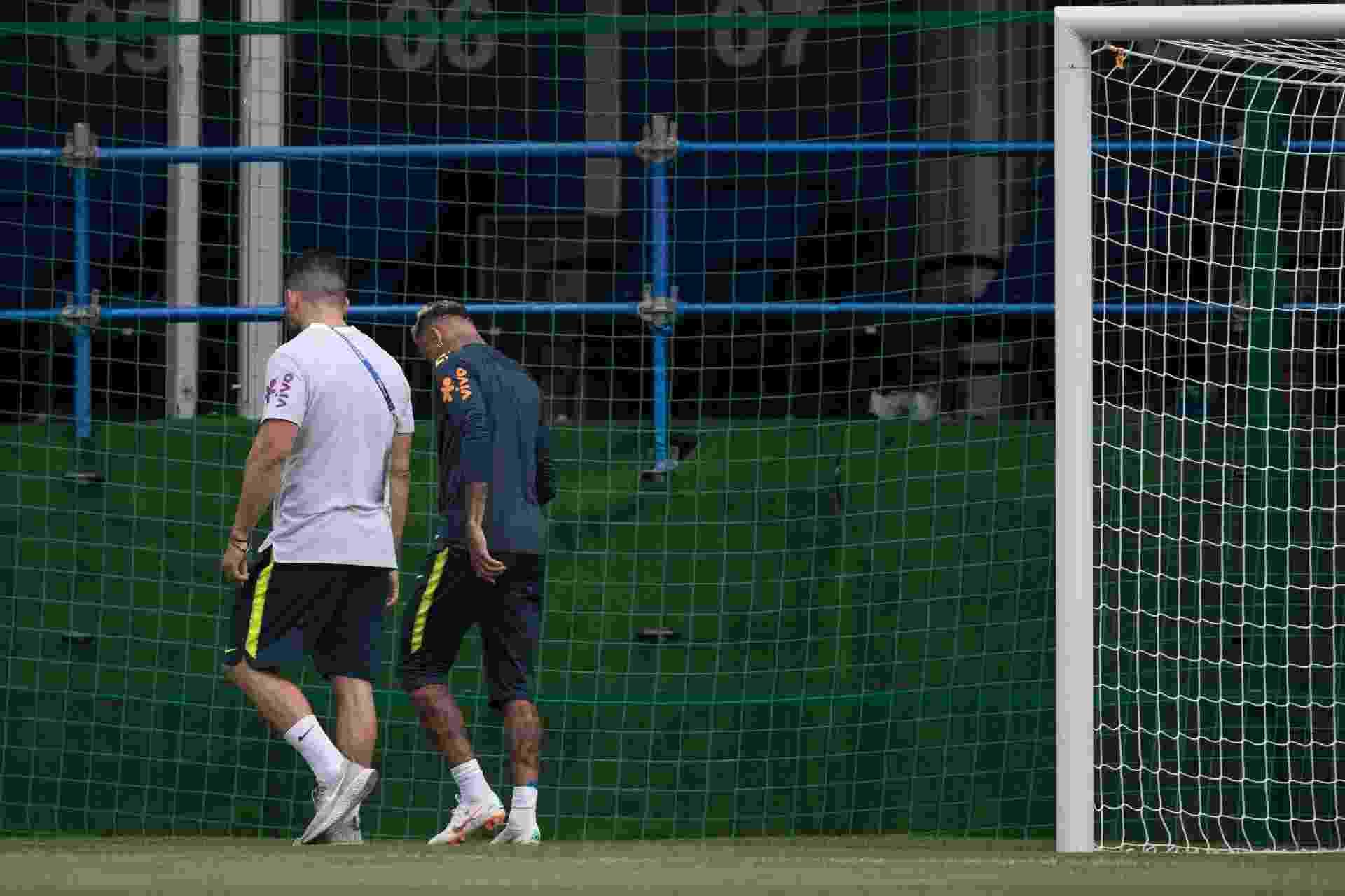 Neymar deixa o treino da seleção brasileira mancando - Pedro Martins / MoWA Press