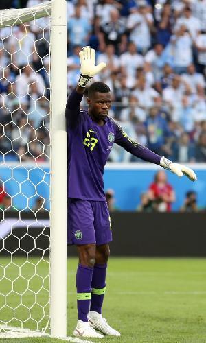 O goleiro Francis Uzoho durante o jogo entre Argentina e Nigéria