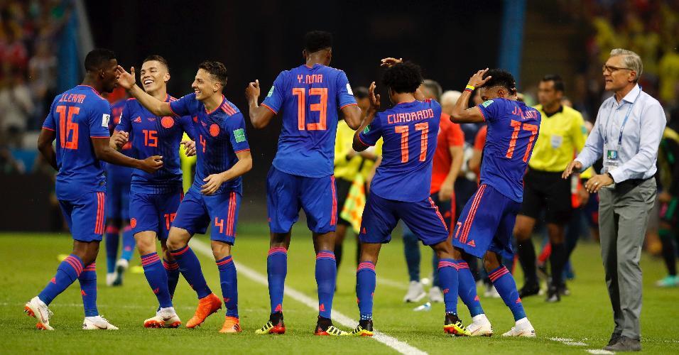 Jogadores da Colômbia comemoram gol de Cuadrado contra a Polônia com dancinha