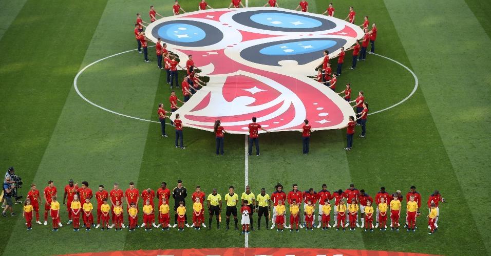 Seleções de Bélgica e Panamá enfileiradas antes de duelo pelo Grupo G