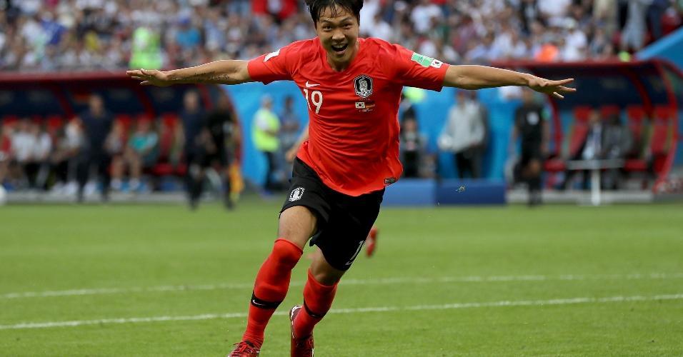 Younggwon Kim celebra o primeiro gol da Coreia contra a Alemanha