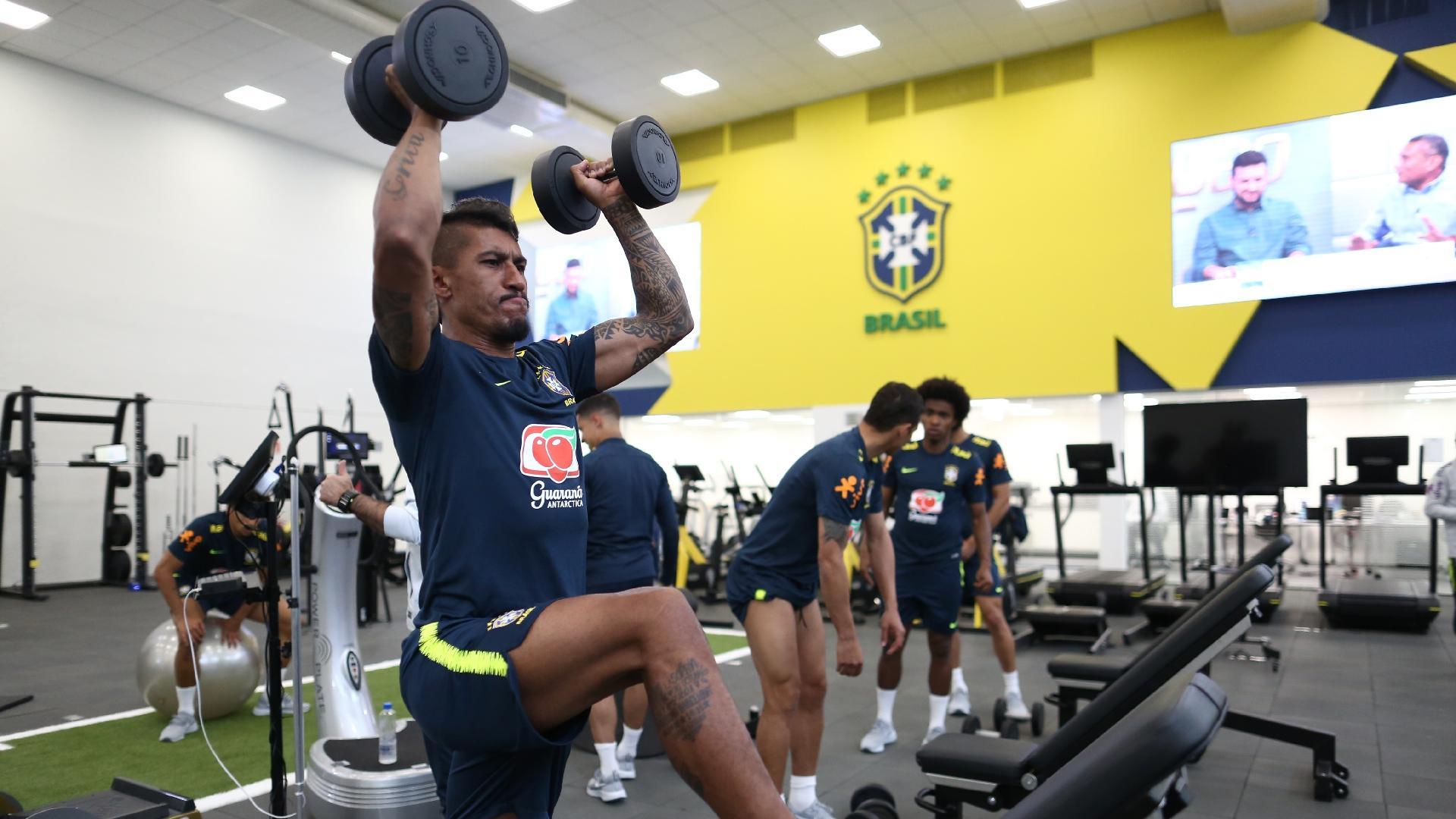 Paulinho participa de atividade física na Granja Comary