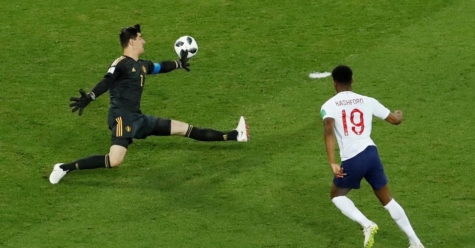 Thibaut Courtois defende chute de Marcus Rashford no duelo entre Inglaterra e Bélgica
