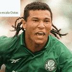 O ex-palmeirense Oséas também é especialista em golaços contra - Reprodução/Twitter