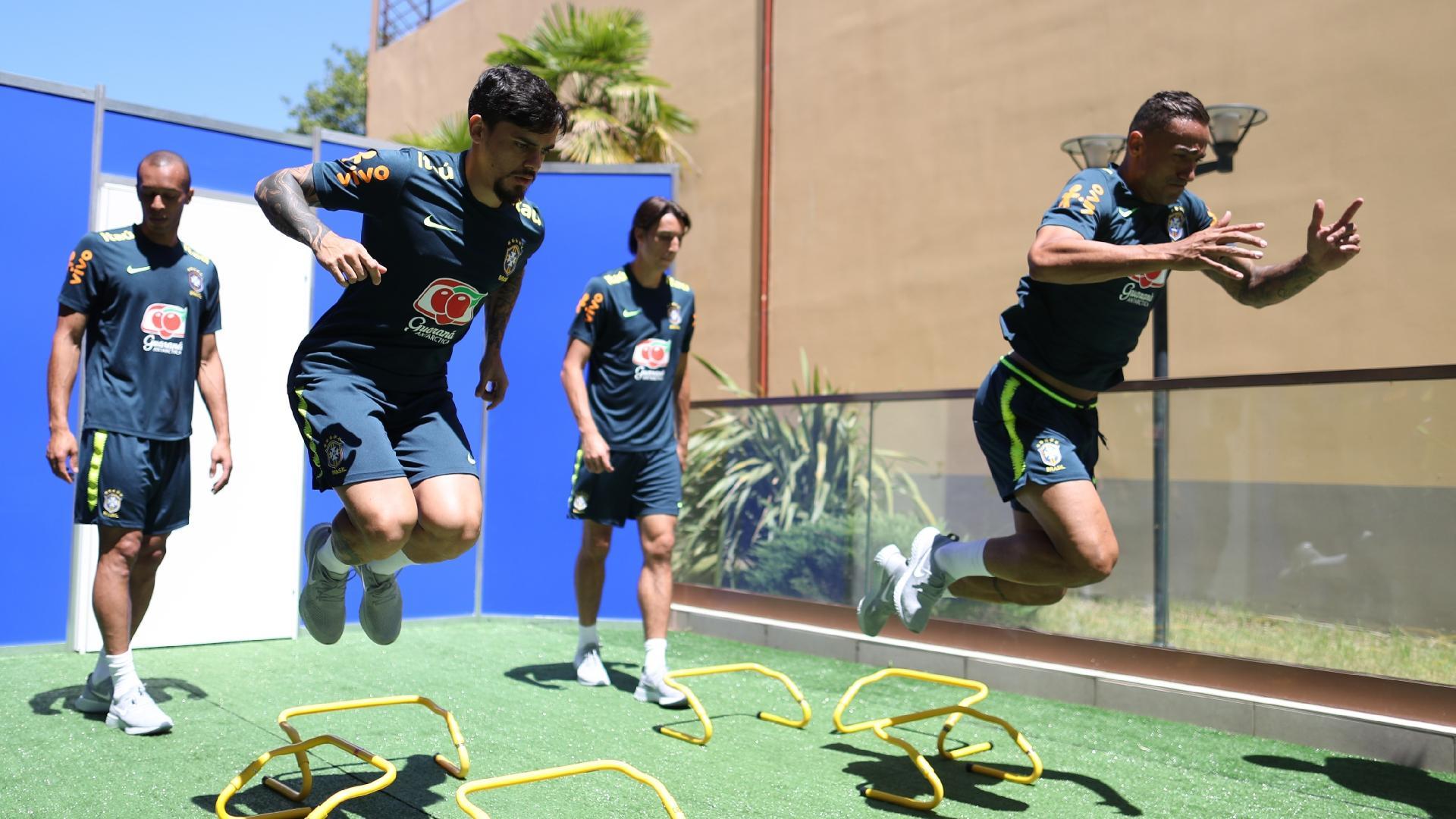 Jogadores fazem treino na academia em Sochi