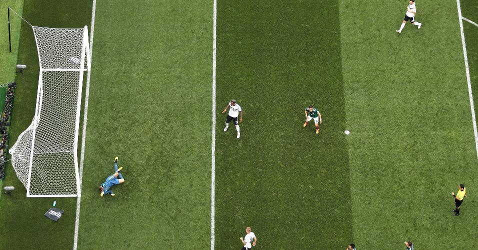 Chute de Lozano, do México, estufa redes do gol da Alemanha