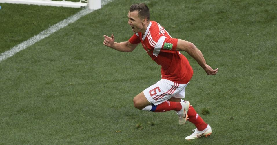 Denis Cheryshev celebra após marcar pela seleção da Rússia