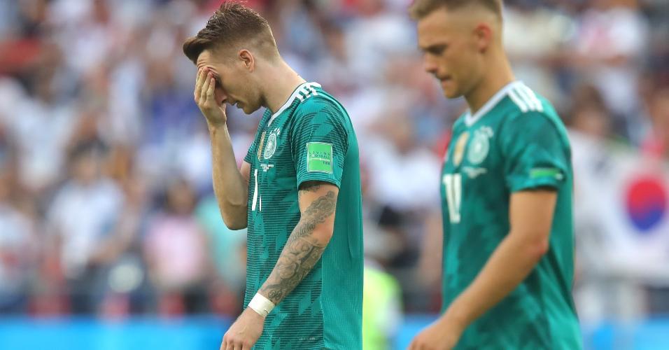 Marco Reus leva mão ao rosto decepcionado com derrota da Alemanha