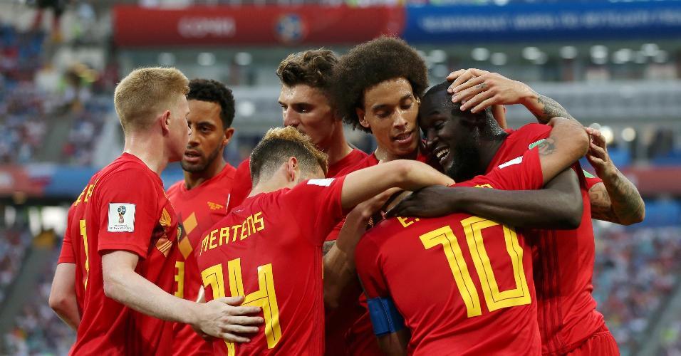 Time da Bélgica comemora após Romelu Lukaku marcar o terceiro gol da equipe sobre o Panamá