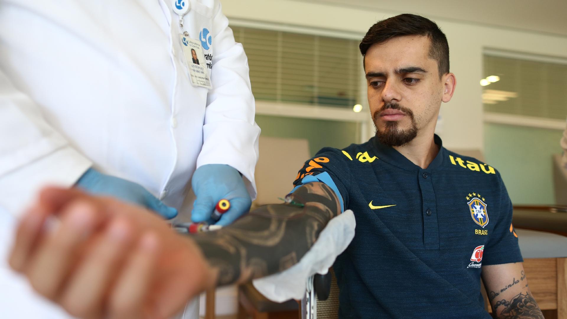 Fagner passa por exame de sangue na Granja Comary