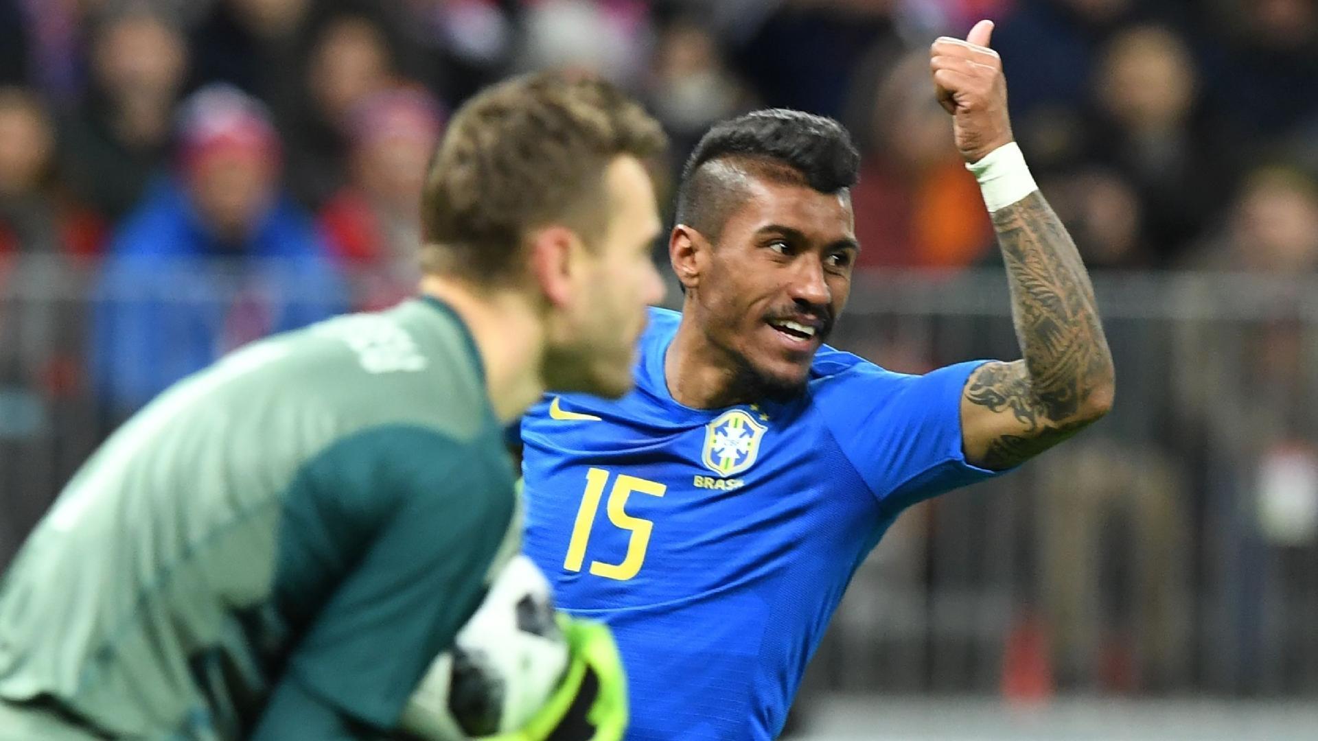 Paulinho gesticula após tentativa de ataque do Brasil contra Rússia