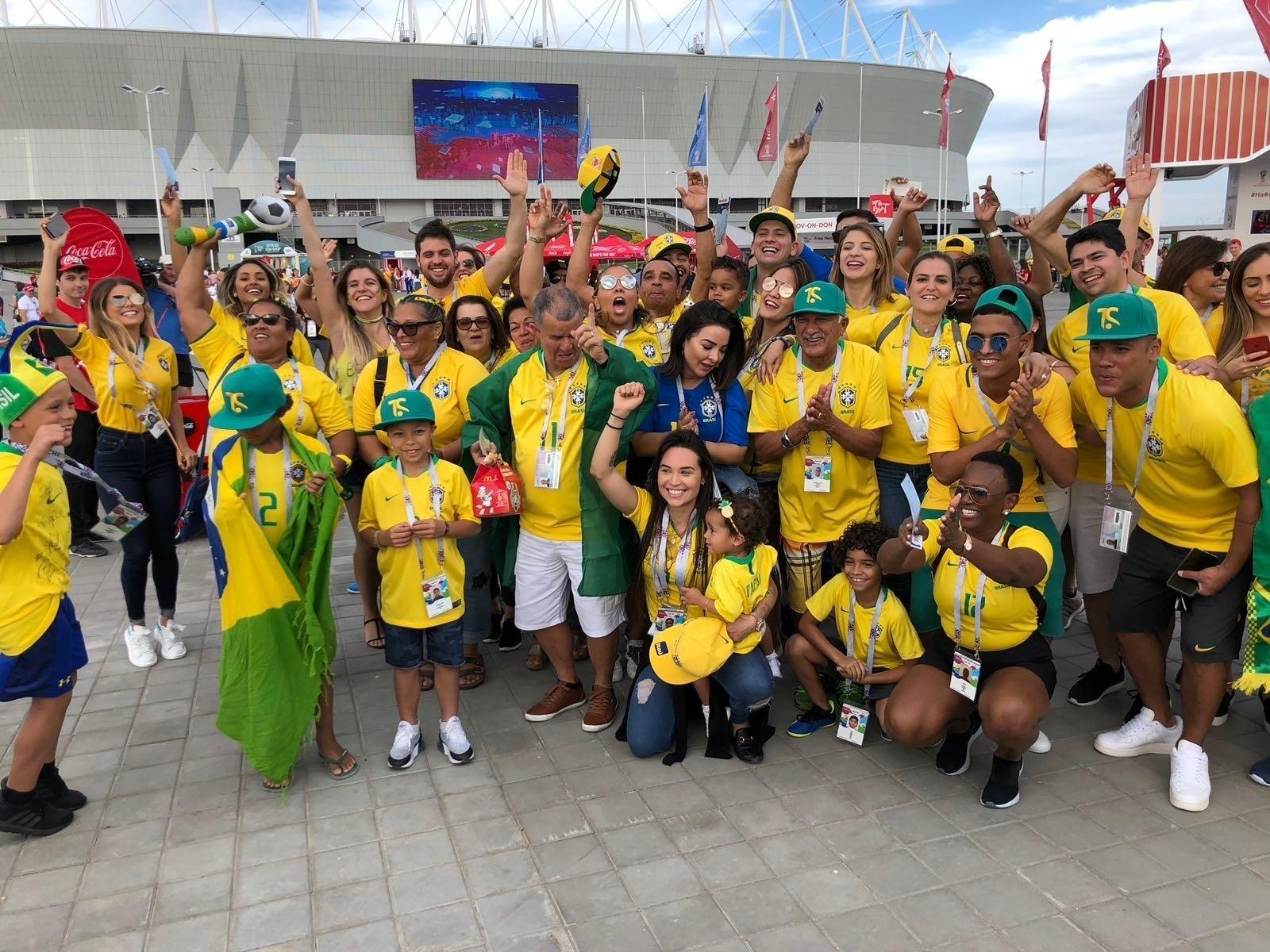 Familiares dos jogadores se reúnem antes da estreia da seleção brasileira