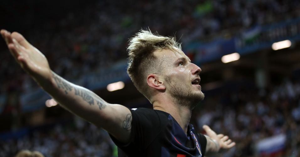Ivan Rakitic comemora gol da Croácia contra a Argentina com a torcida