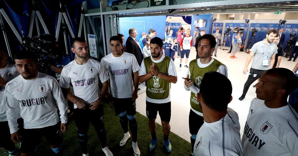Suárez orienta o elenco no acesso ao campo