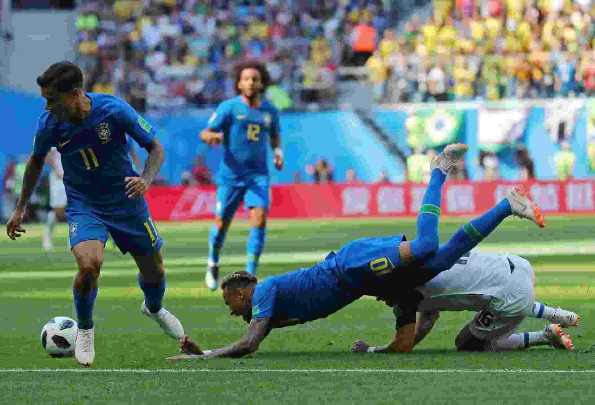 Neymar sofreu forte marcação da Costa Rica. Adversários reclamam que atacante brasileiro simulou falta - Reuters