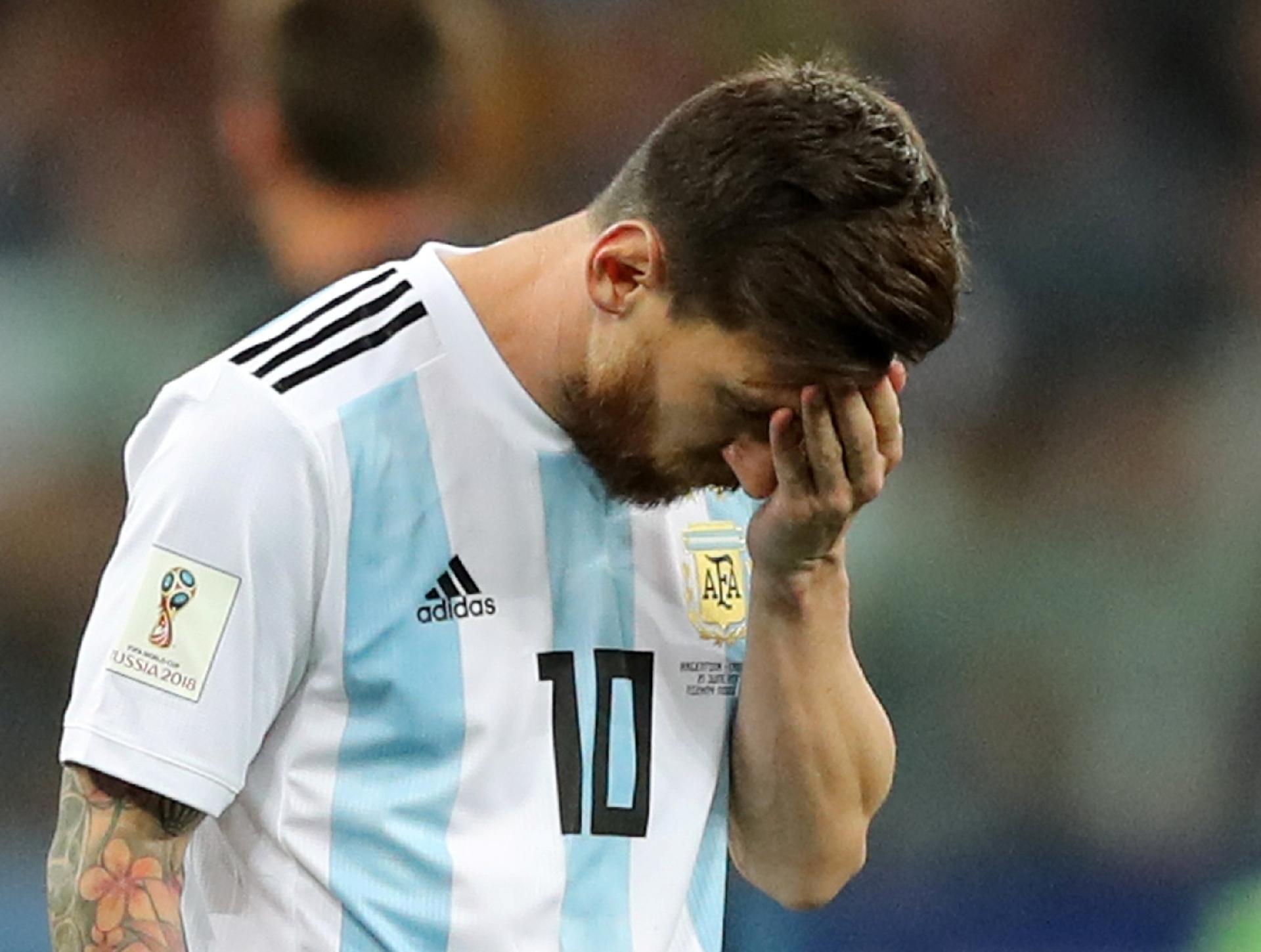 Argentina na Copa 2018  Perdido e disperso, Messi parece um jogador comum  na Copa da Rússia - UOL Copa do Mundo 2018 119d154b0a