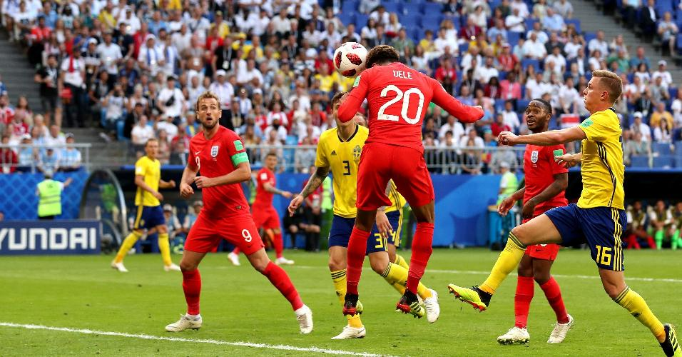 Dele Alli faz de cabeça o segundo gol da Inglaterra contra a Suécia