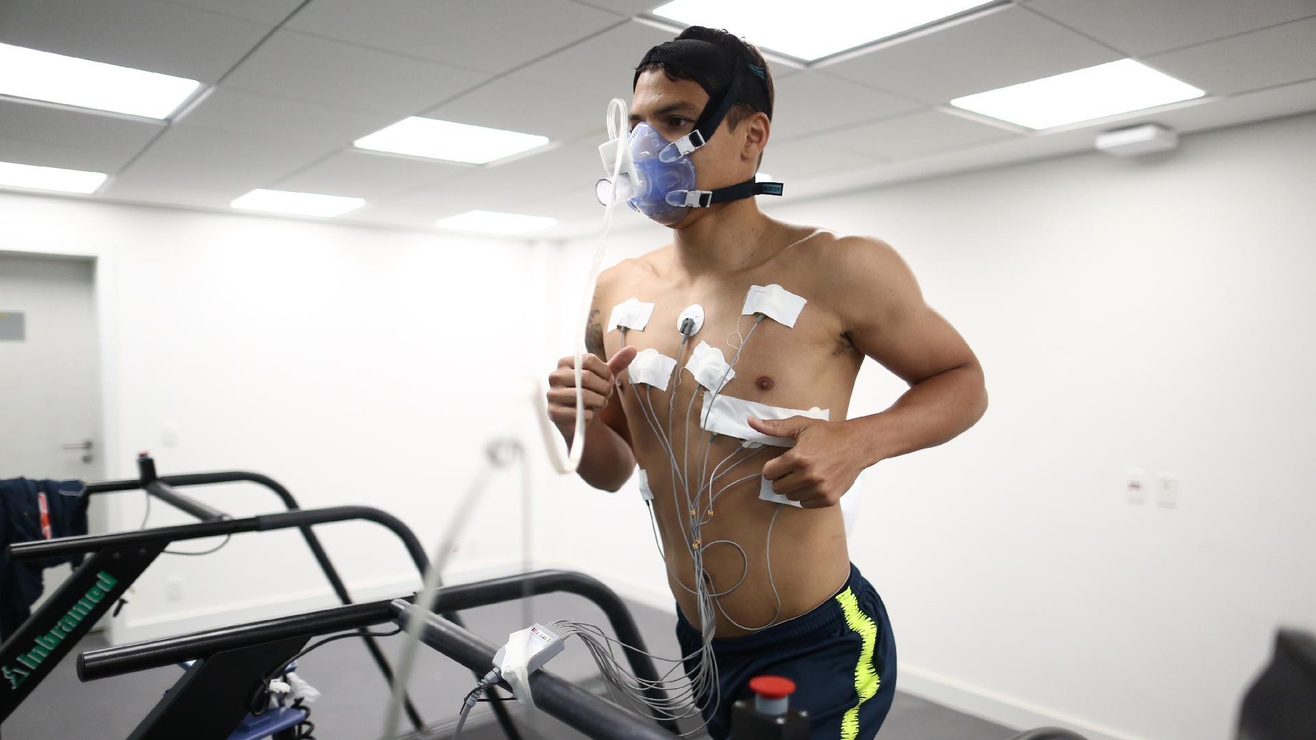 Thiago Silva passa por avaliação física na seleção brasileira